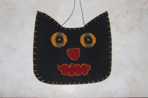 Make this felt cat for Halloween/Samhain (Photo: Nance Carter)