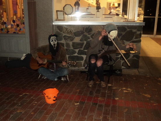 Street performers in Salem, MA (Photo: Nance Carter)